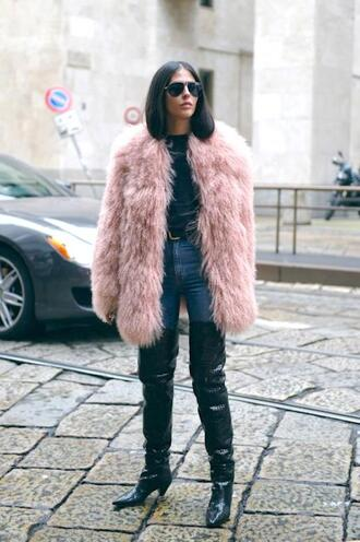 le fashion image blogger coat t-shirt jeans boots over the knee boots faux fur coat