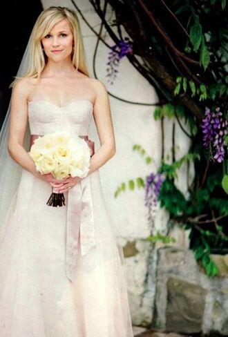 dress reese witherspoon wedding dress celebrity bustier dress bustier wedding dress long dress white dress strapless dress flowers roses blonde hair wedding
