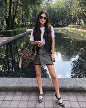 skirt,grey skirt,buttoned skirt,bag,shoes,white top,sunglasses