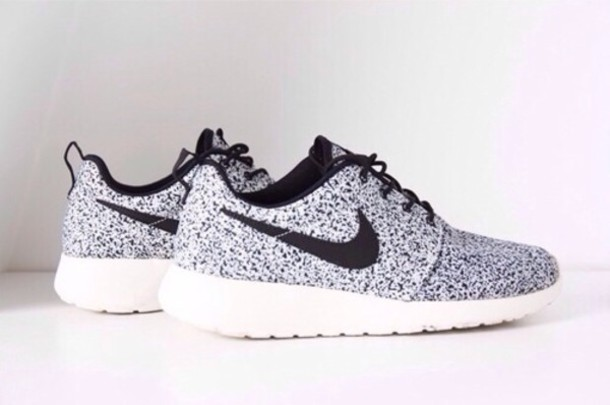 brand new 727b7 69824 nike nike shoes silver grey shoes shoes nike running shoes dress grey black  white nike roshe