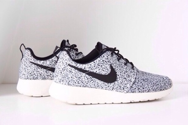 nike nike shoes silver grey shoes shoes nike running shoes dress grey black white nike roshe run nike roshe run white and bkack