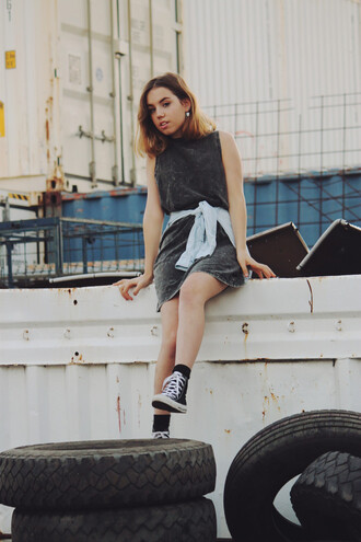 views of now blogger dress high top converse shift dress rock casual grey dress charcoal