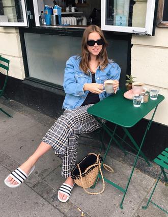 trine'swardrobe blogger jacket t-shirt pants shoes sunglasses slide shoes basket bag denim jacket spring outfits