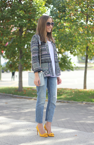 jacket t-shirt jeans tribal pattern besugarandspice blogger sunglasses ripped jeans