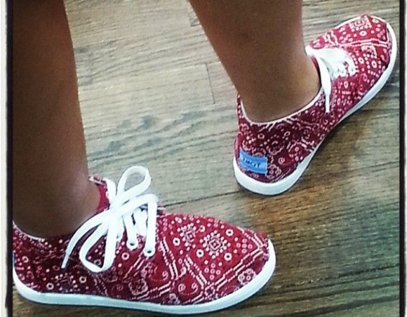 shoes low boots toms red white pattern design cute tumblr instagram insta ankle boots boots botas winter boots red and white