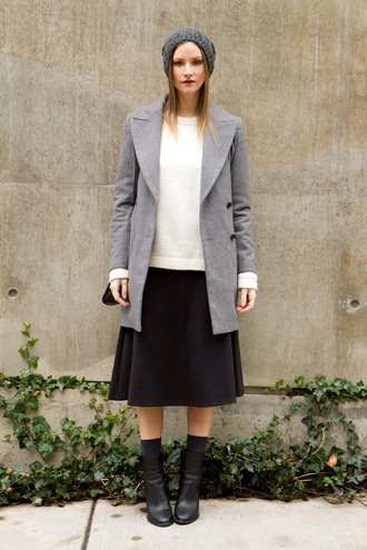 styling my life blogger grey coat black skirt midi skirt black boots