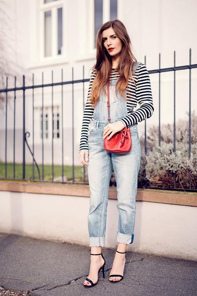 simple et chic blogger shirt bag shoes