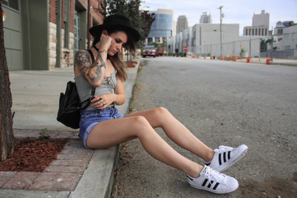 shoes adidas outfit style fashion girl superstar white shoes black denim shorts