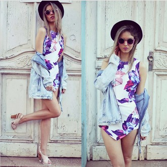 jumpsuit shoes heels jumper white jumpsuit floral jumpsuit floral pink purple blue halter jumpsuit hat irregular jumpsuit white romper floral romper romper floral playsuit flowers floral print jumpsuit open back irregular hem