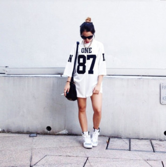 jersey unif mesh air jordan one gold chain red lip urban streetwear cat eye cig chicago bulls dress