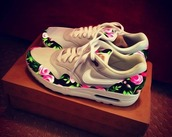 shoes,grey,air max,nike,celebrity,flowers,nike shoes,nike running shoes,floral,pink,black,cream,shorts,trainers,sneakers,nike air,nike sneakers,swag,girly,love,floral nikes,flowered shorts,fashion,style,floral tan nike sneakerss,white