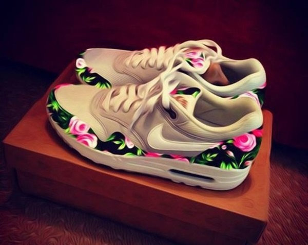 shoes grey air max nike celebrity flowers air max air max nike shoes nike running shoes floral pink black cream shorts trainers sneakers air max nike air nike sneakers floral swag girly love floral nikes flowered shorts fashion style floral tan nike sneakerss white flowers