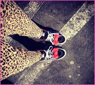 shoes zendaya sneakers bows hello kitty vans pants