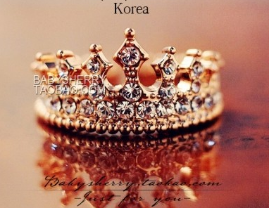 Retro style gothic queen gold plated alloy ring