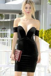 dress,black dress,little black dress,black velvet dress,off the shoulder dress,black bodycon dress,sweetheart neckline dress,plunge v neck dress,www.ustrendy.com