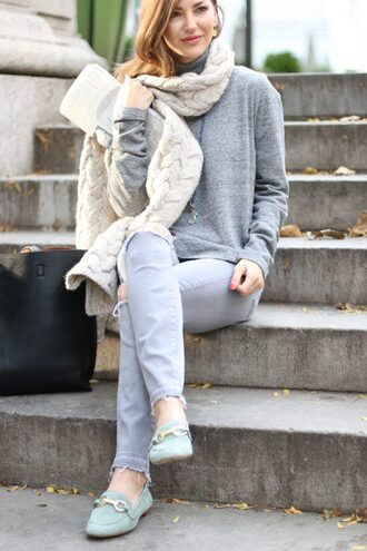 ashlee frazier blogger sweater pants shoes scarf jewels bag grey sweater loafers tote bag knitted scarf