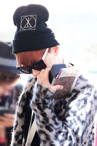 hat black white clothes swag asian korean fashion eunhyuk style glasses jacket beanie black beanie celebrity wayfarer leopard print