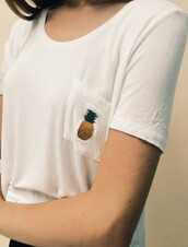 t-shirt,white t-shirt,brandy melville top,pinapples,shirt,white top,top,yellow top,pockets,brandy melville,pocket t-shirt,pineapple print,ananas tshirt,ananas,tshirt.