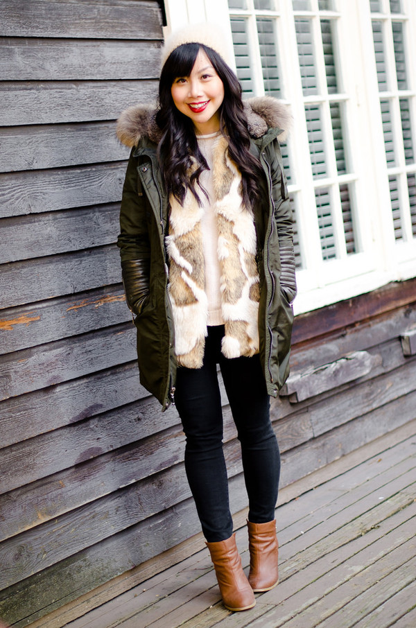 her waise voice coat sweater jacket jeans shoes hat