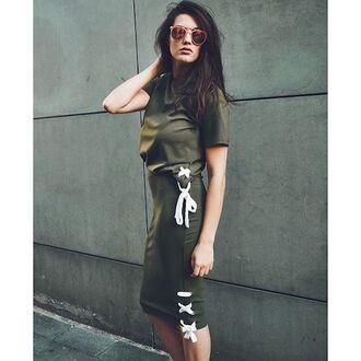 skirt tumblr green top short sleeve top green skirt pencil skirt midi skirt sunglasses olive green lace up