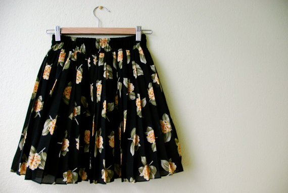 Darling black floral pleated mini