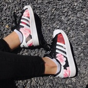 shoes,low top sneakers,adidas,girl,girly,girly wishlist,adidas shoes,adidas superstars,adidas originals,floral,floral sneakers,floral adidas