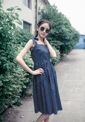 cute dress,Pin up,halter dress,rockabilly dress,dressses,womens fahsion,50s style,vintage dress,cute sunglasses,polka dots,polka dots dress,vintage sunglasses,dress