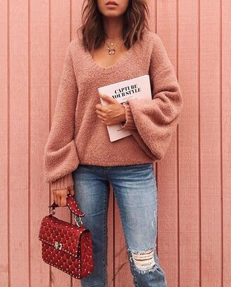 bag tumblr pink sweater sweat the style denim jeans blue jeans ripped jeans red bag necklace magazine sweater