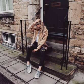 jacket beige jacket pants black pants shoes grey shoes