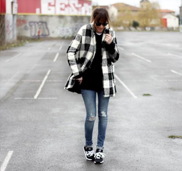 Abrigo cuadros blanco y negro