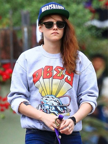 kristen stewart sweater hat