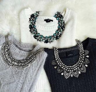 jewels colier perles bijoux pull blanc gris noir