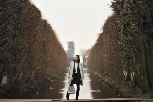 shiny sil blogger grey coat coat jacket blouse bag jeans shoes