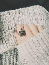 jewels,turtle vintage ring,turtle ring,vintage ring,turtle vintage,turtle,vintage,ring,white sweater,grunge,pale grunge,vintage style,silver turtle ring,silver turtle,silver ring,bronze,bronze ring,bronze turtle