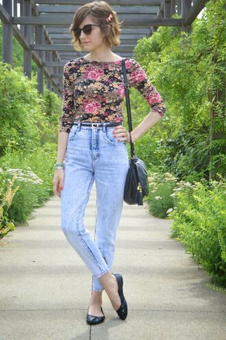 top mom jeans floral floral top multi coloured black pink roses light blue denim light blue jeans black flats black bag crop tops flowers pink flowers boat neck boatneck half sleeve half sleeves 3/4 sleeve top short hair bob high waisted high waisted jeans 3/4 sleeves