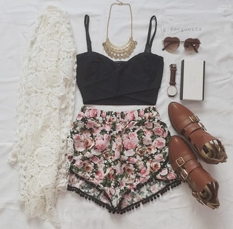 cardigan white kimono shorts flower shorts black crop top gold necklace