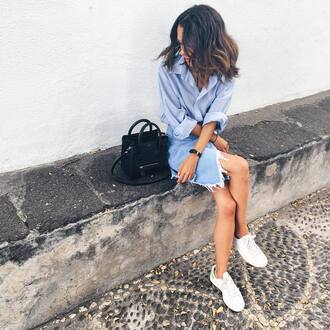 skirt tumblr denim skirt frayed denim skirt frayed denim asymmetrical asymmetrical skirt shirt blue shirt sneakers low top sneakers white sneakers bag black bag spring outfits