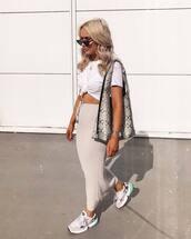 bag,snake print,shoulder bag,sneakers,midi skirt,white t-shirt,sunglasses