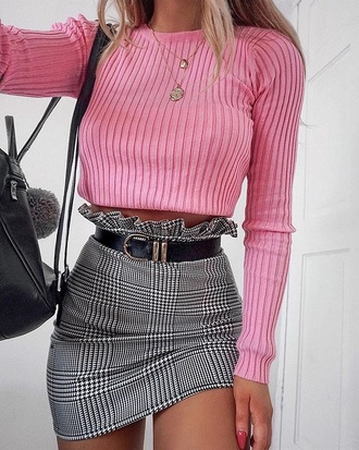top pink top ribbed top necklace gold necklace jewelry jewels skirt mini skirt plaid plaid skirt grey skirt