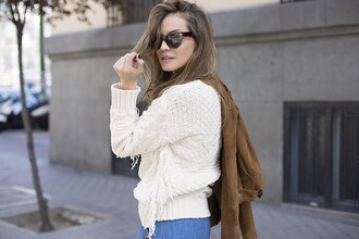lady addict blogger sunglasses sweater beige fall sweater fashion streetstyle vintage