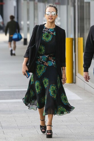 shoes sandals jessica alba platform sandals spring outfits blazer midi dress floral floral dress