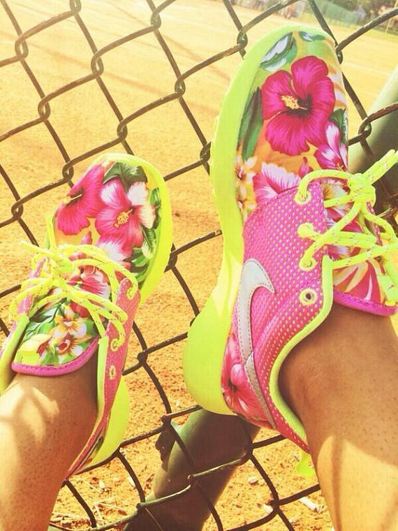 The original pink / neon custom roshe run