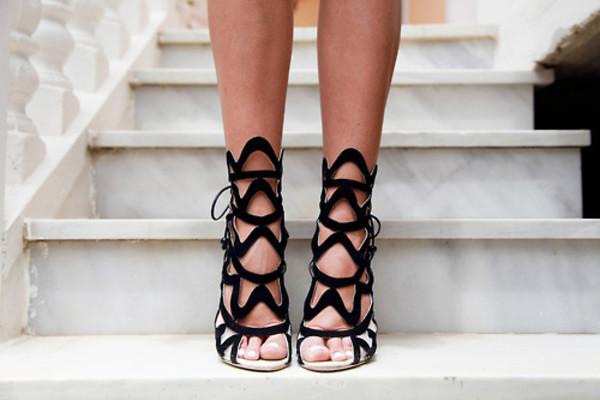 shoes black high heels heels medium heels lace up lace lace shoes luxurious nails black shoes