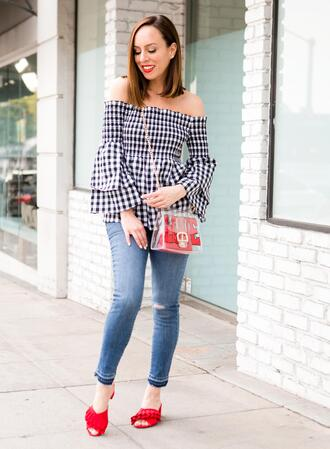 sydne summer's fashion reviews & style tips blogger top jeans bag shoes off the shoulder top transparent  bag sandals spring outfits