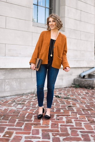 something delightful blogger cardigan tank top jeans jewels bag fall outfits clutch skinny jeans