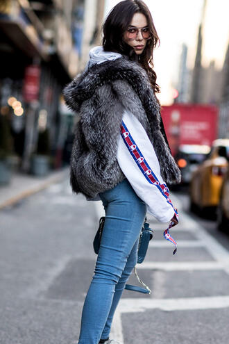 top nyfw 2017 fashion week 2017 fashion week streetstyle hoodie white hoodie champion jeans denim light blue jeans jacket grey jacket grey fur jacket fur jacket faux fur jacket sunglasses