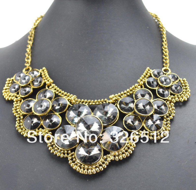 European Vintage Gold Metal Charming Crystal Shinning Flowers Bib Pendant Necklace N 3095-in Pendant Necklaces from Jewelry on Aliexpress.com