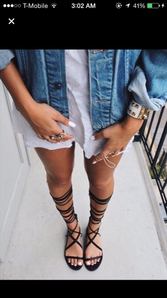 shoes black sandals flat gladiator sandals knee high flat gladiator sandals lace up sandals open toes jacket summer lace up outfit fashion tumblr gladiators knee high gladiator sandals black sandals flat sandals nail polish bracelets cuff bracelet