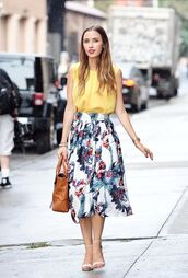 skirt,office outfits,midi skirt,floral skirt,top,yellow top,sandals,white sandals,bag,brown bag,blogger