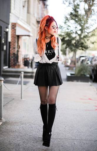 le happy blogger blouse skirt socks shoes sunglasses skirt with suspenders black skirt black t-shirt socks and sandals